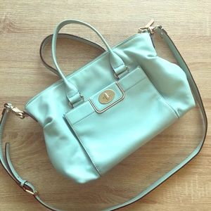 Reposhing beautiful Kate Spade GUC